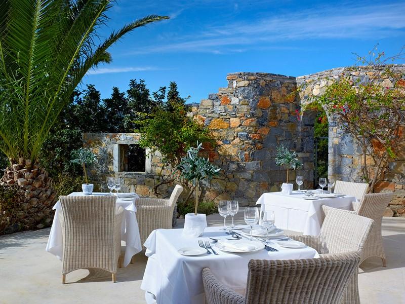Labyrinthos Restaurant de l'hôtel St. Nicolas Bay Resort