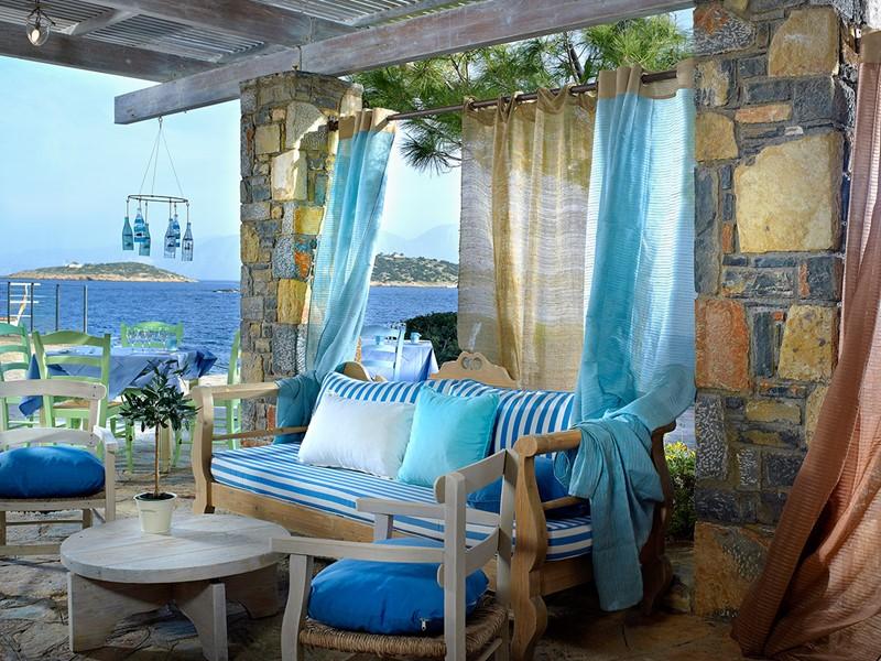 Autre vue du Greek Kafenion du St. Nicolas Bay