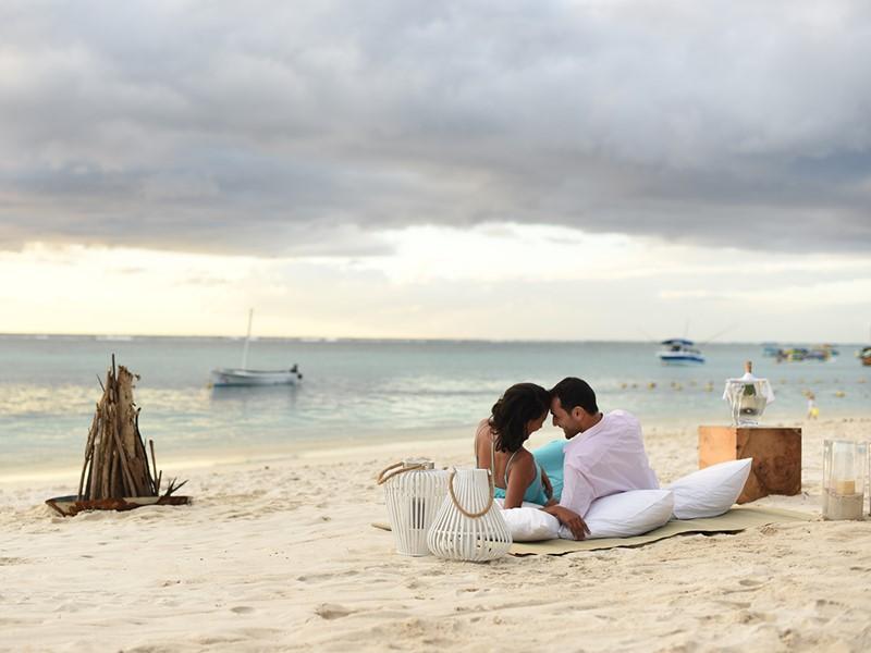 Détente sur la belle plage de l'hôtel Le Sakoa