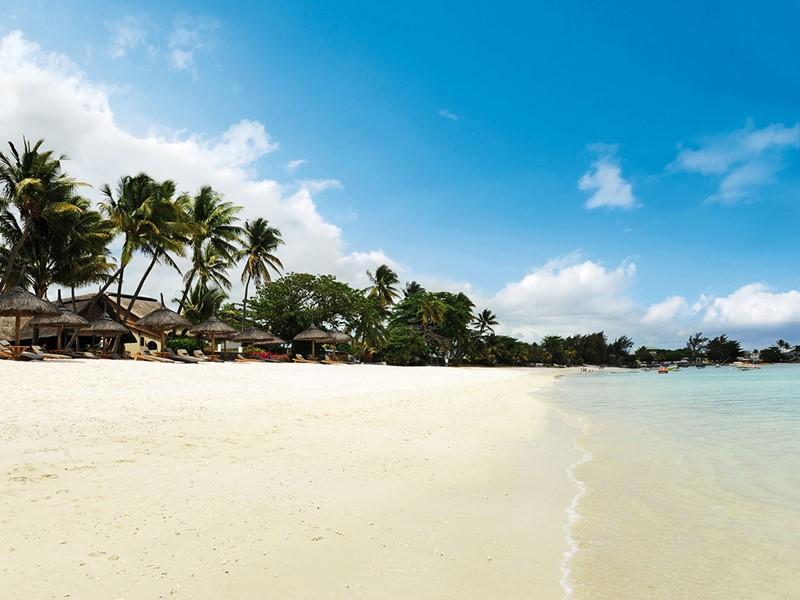 Profitez de la superbe plage de l'hôtel Le Sakoa