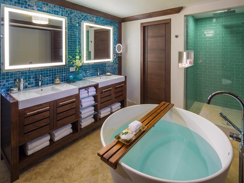 Crystal Lagoon One Bedroom Butler Honeymoon Suite with Balcony Tranquility Soaking Tub