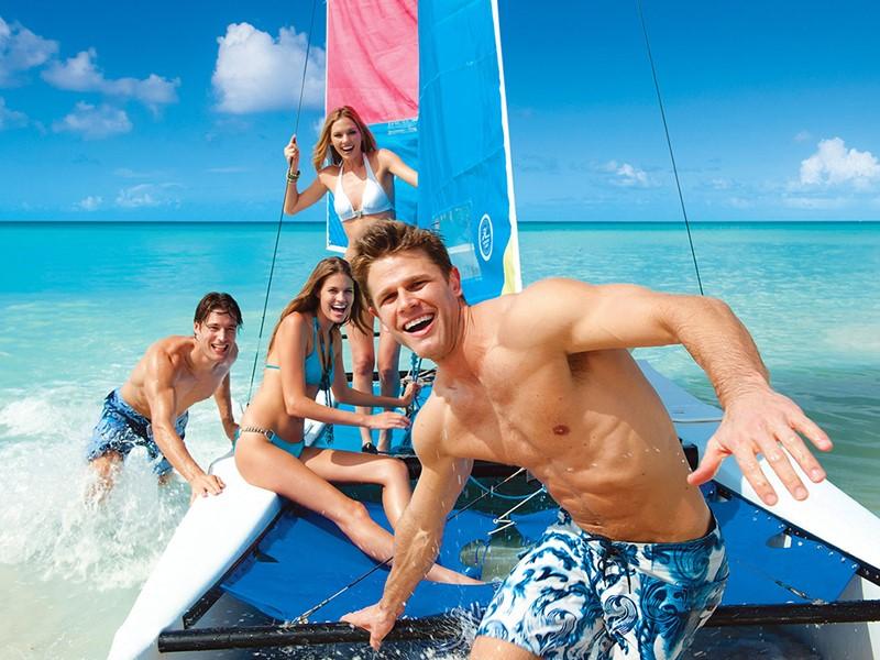 Profitez des nombreuses activités nautiques du Sandals Halcyon Beach