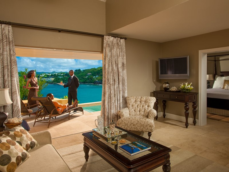 Sunset Bluff Honeymoon Oceanfront Butler Villa Suite with Private Pool du Sandals