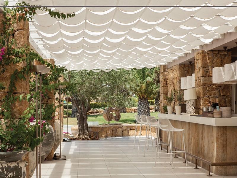 Le bar du restaurant Ammos de l'hôtel Sani Beach
