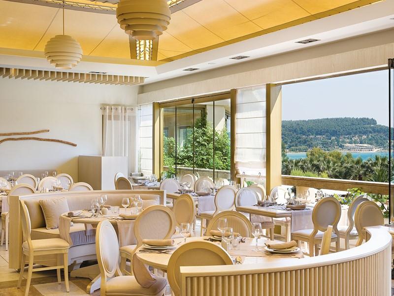 Le restaurant Le Veranda du Sani Beach en Grèce