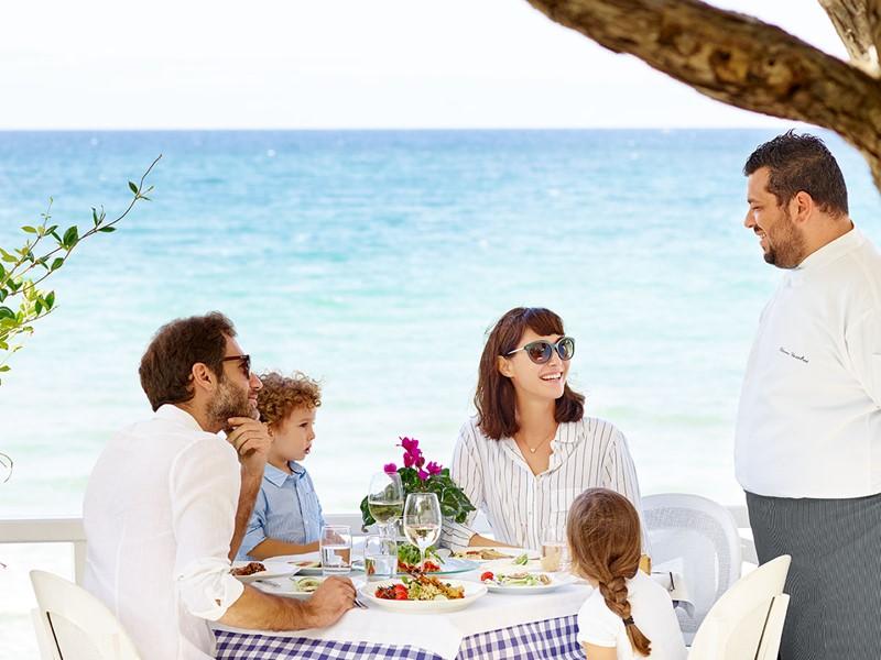 Dégustez des spécialités grecques au restaurant Ouzerie du Sani Club