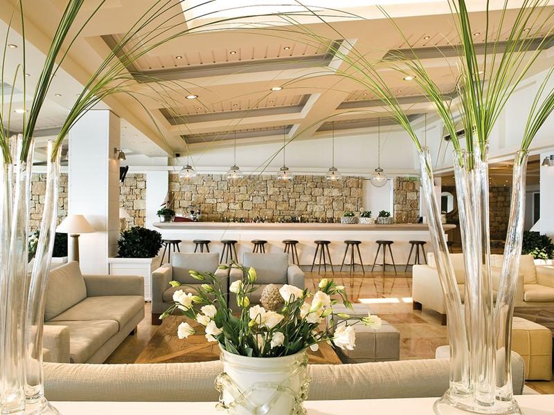 Le Lounge Bar de l'hôtel Sani Club situé en Grèce