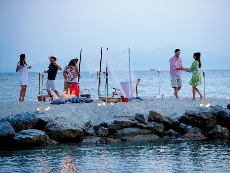Ambiance détendue sur la plage de l'hôtel Sani Club