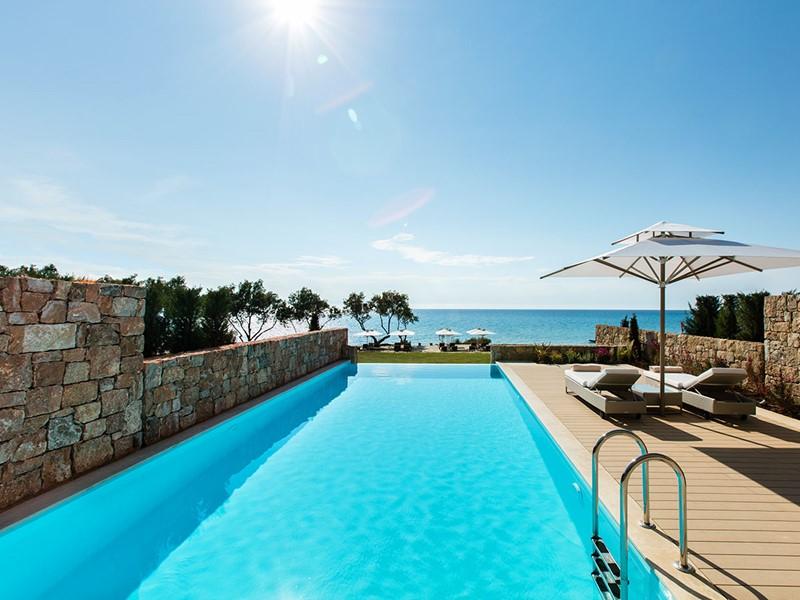 La piscine de la Two Bedroom Bungalow Suite Private Pool du Sani Club