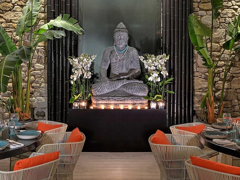 Le restaurant Buddha Bar Beach du Santa Marina