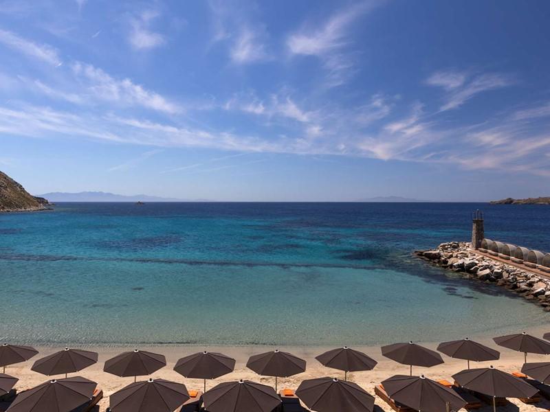Profitez de la plage privée du Santa Marina à Mykonos