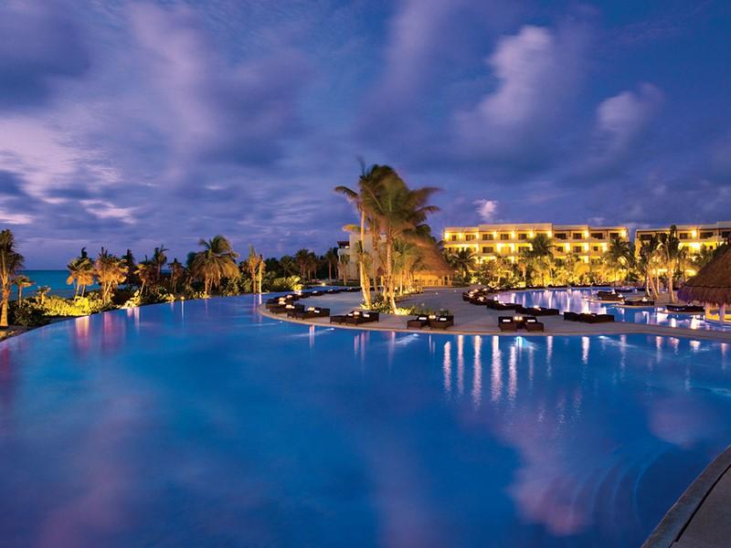 Autre vue de la piscine du Secrets Maroma à Cancun