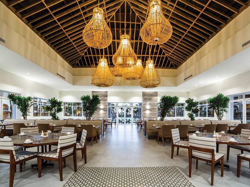 La Riviera, le restaurant principal et son buffet international
