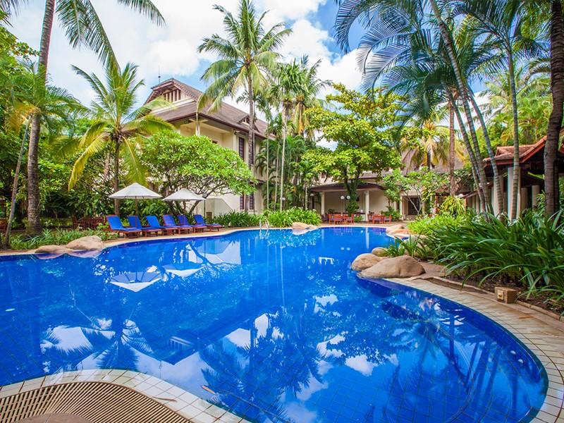 La piscine de l'hôtel Settha Palace à Vientiane
