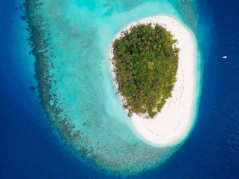 Vue aérienne d'un atoll des Maldives