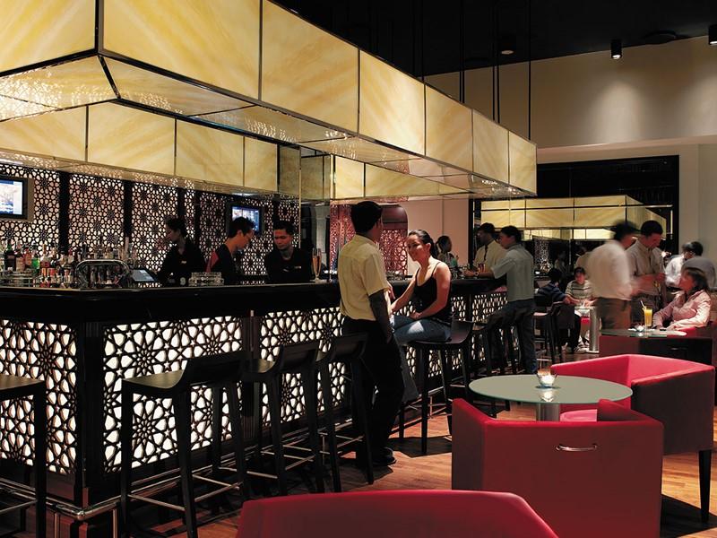 Long Bar de l'hôtel Shangri-La Al Bandar à Mascate