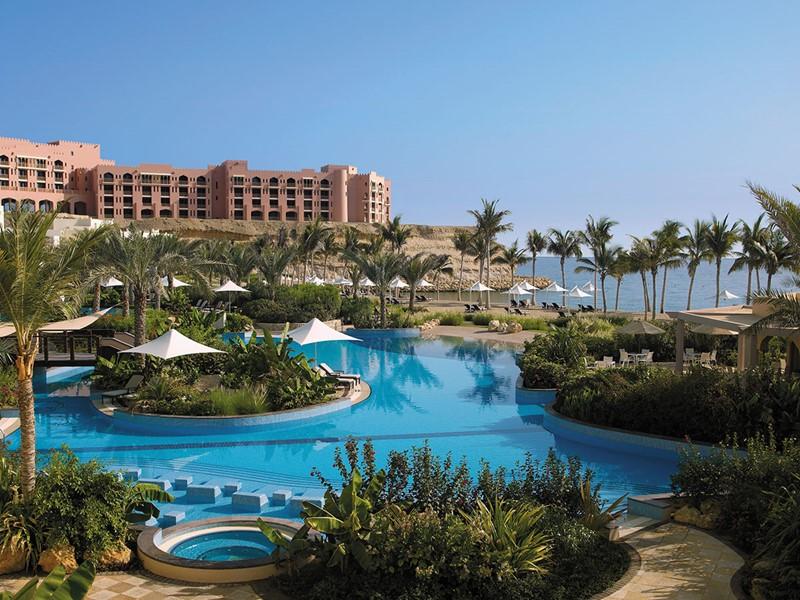 La piscine du Shangri-La Al Bandar à Mascate