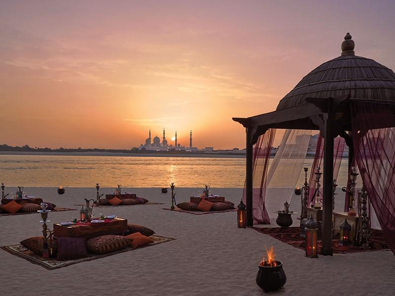 Profitez d'un somptueux dîner sur la plage du Shangri-La