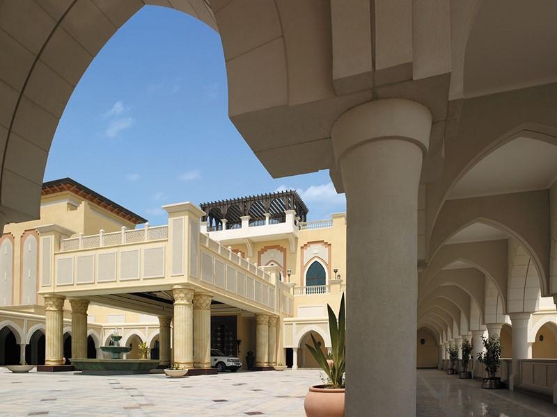 Le Shangri-La offre une décoration élégante d'inspiration orientale