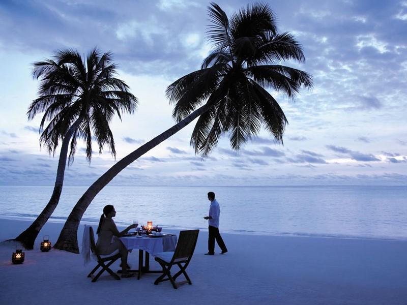 Dîner romantique sur la plage du Shangri-la's Villingili