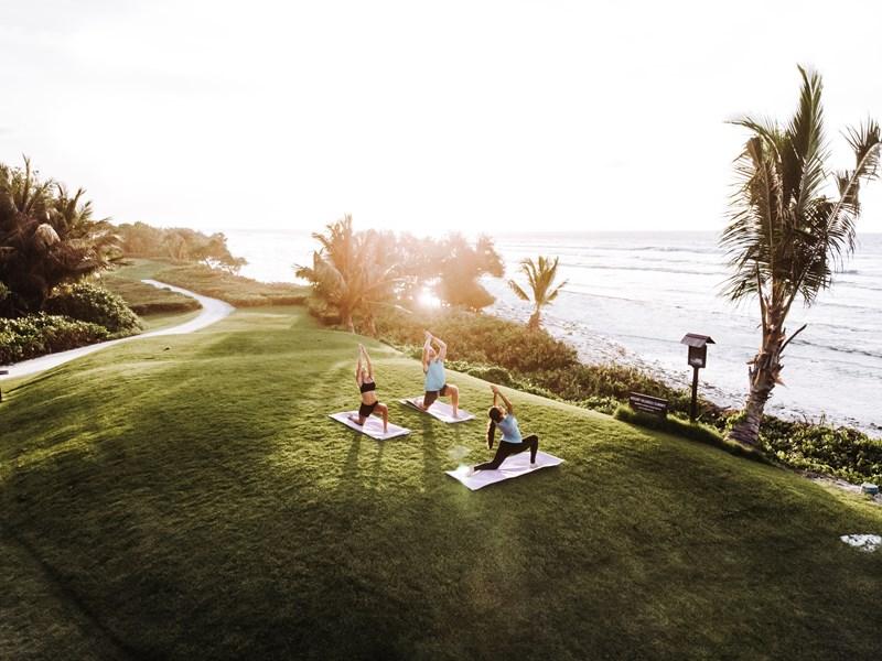 Yoga face à la mer