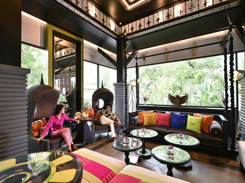 Détente dans le lobby du Shinta Mani au Cambodge