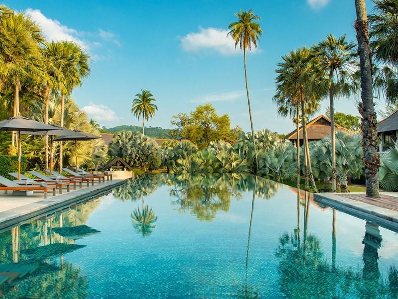 La piscine de l'hôtel The Slate Phuket en Thailande