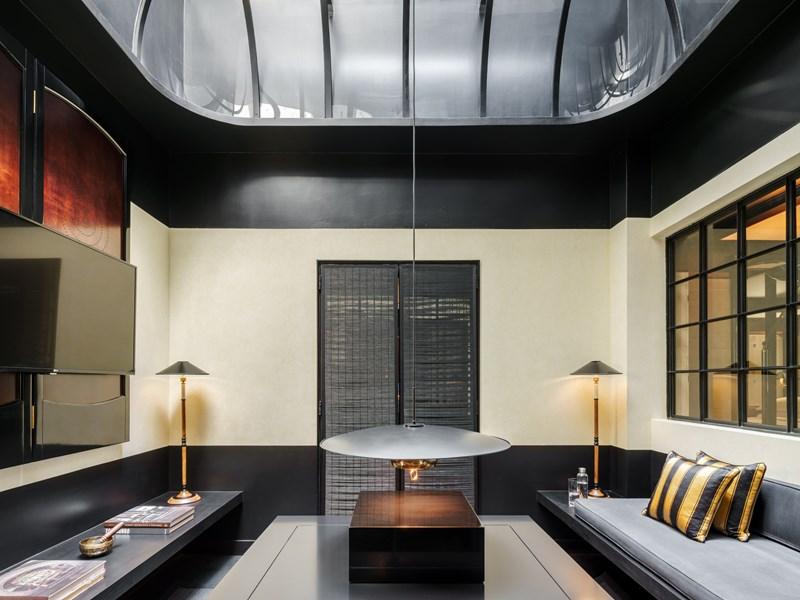 Le salon de la Skylight Suite, et son bain de lumière naturelle