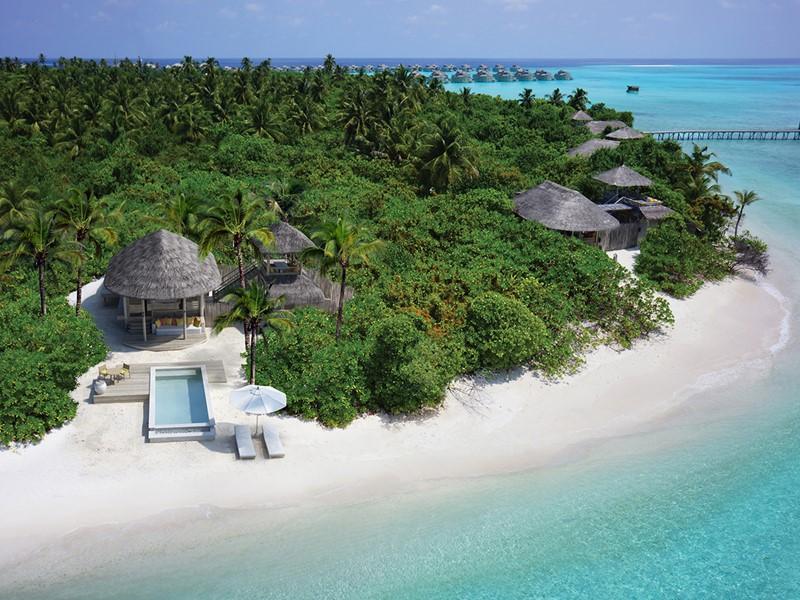 Lagoon Beach Villa with Pool