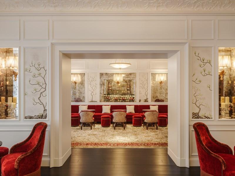 Le Rose Lounge & Bar, une salle joliment décorée, dotée de champagnes et d'autres bulles