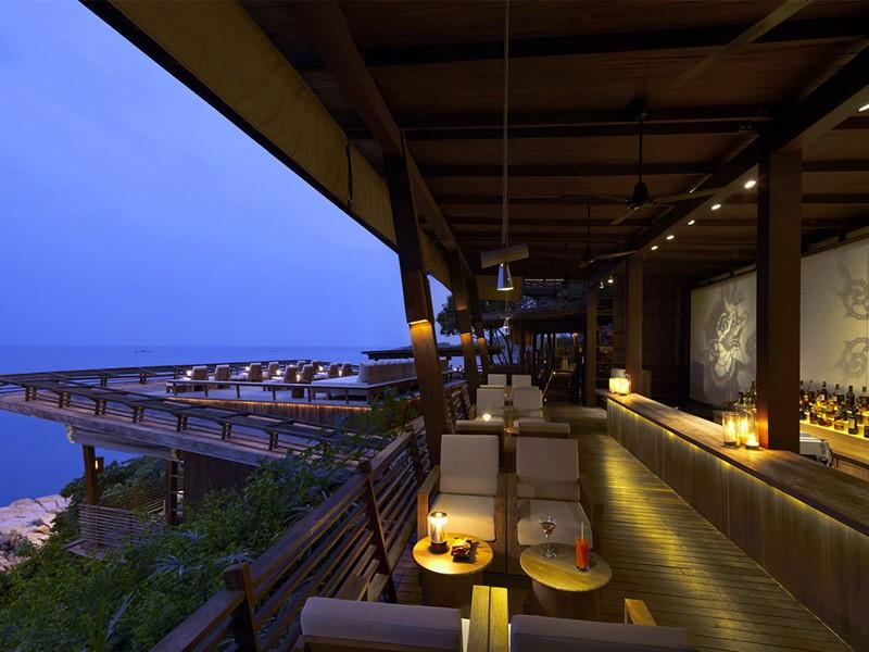 Le bar du Six Senses Samui en Thailande