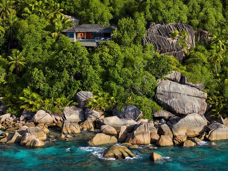 Vue des superbe villas, perchées sur les rochers