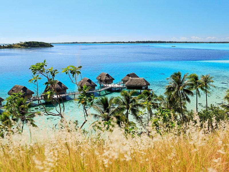 Vue des splendides villas du Sofitel Bora Bora Private Island