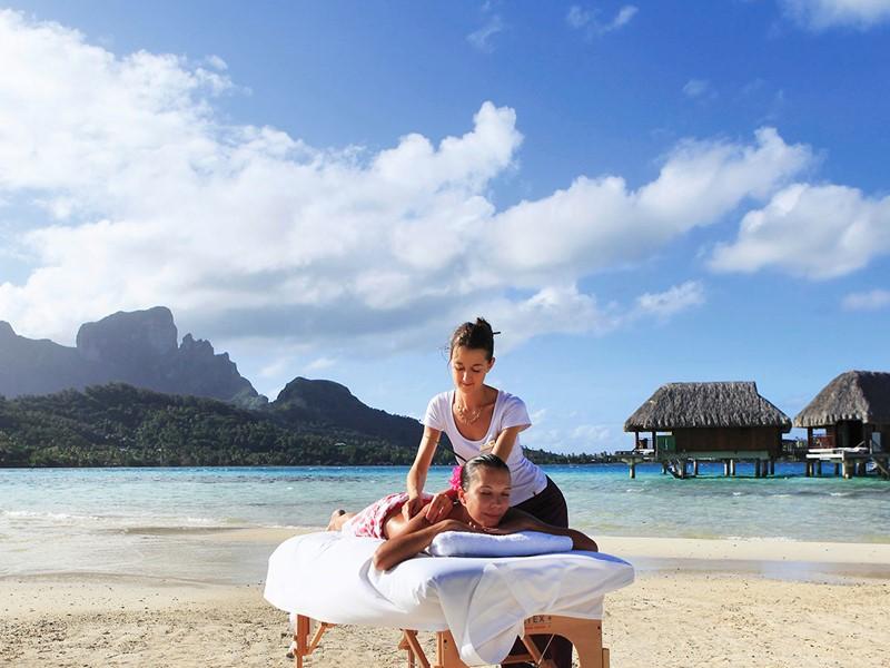 Profitez d'un massage en plein air au Sofitel Bora Bora