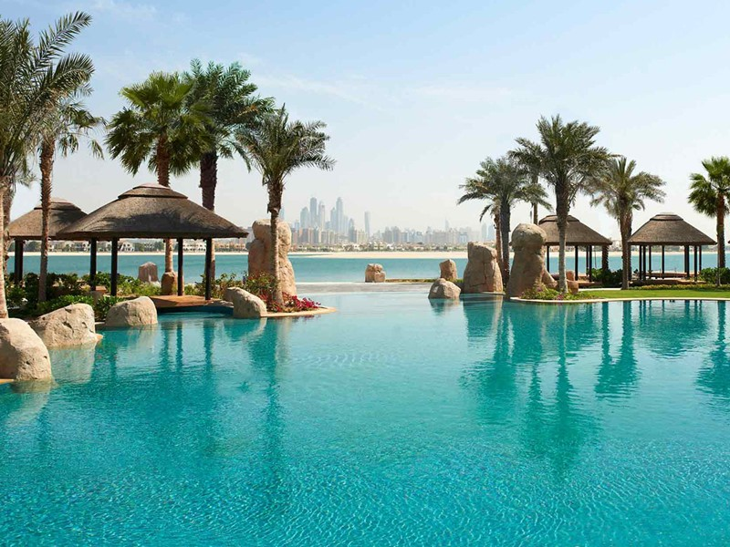 La piscine du Sofitel Dubaï The Palm Resort