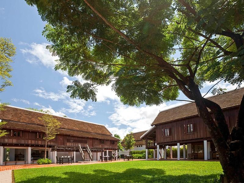 Vue de l'Hôtel de la Paix situé dans un quartier résidentiel de Luang Prabang