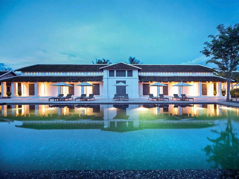 Vue de la piscine de l'Hôtel de la Paix au Laos