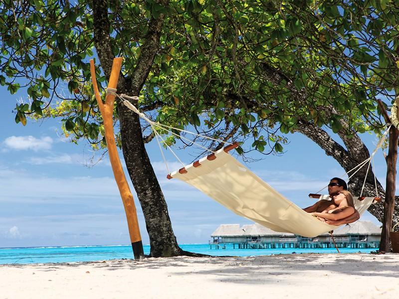 Détente en hammac à l'hôtel Sofitel Moorea Ia Ora Beach Resort en Polynésie