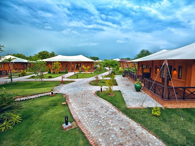 La vue des villas de l'hôtel Bagan Lodge