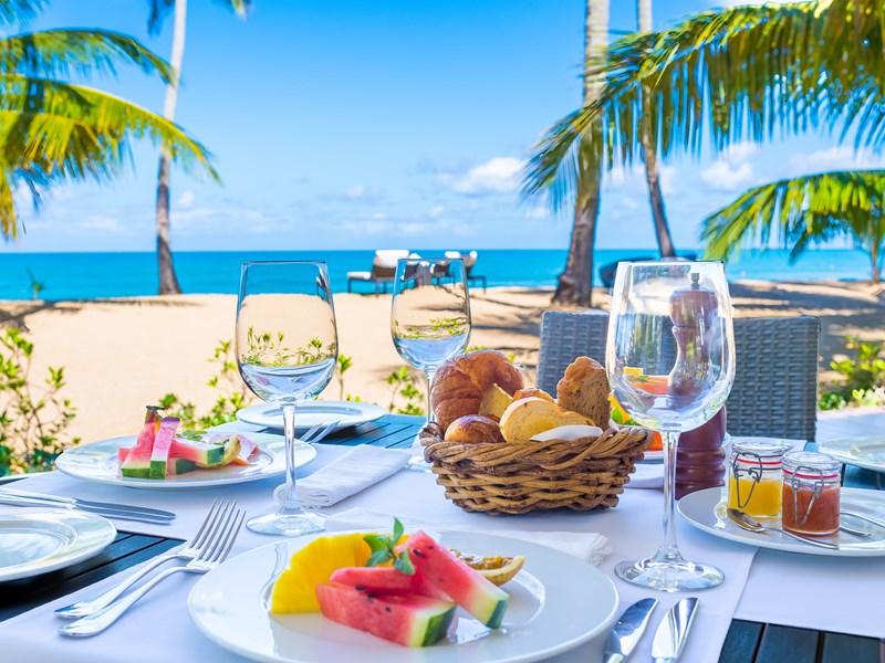 Copieux petit déjeuner face à la mer