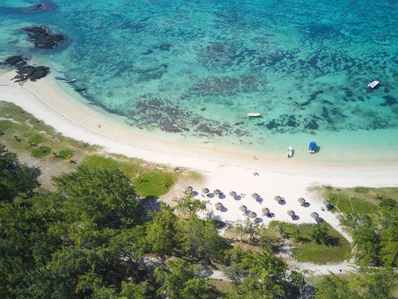 La belle plage, à quelques pas de l'hôtel