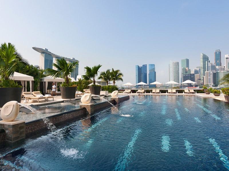 Profitez de la piscine du Mandarin Oriental