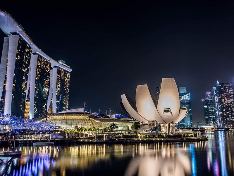 A la nuit tombée, Singapour reste animée