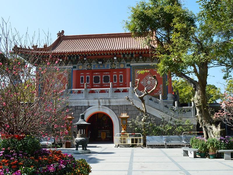 Le grand Bouddha et le monastère de Po Lin