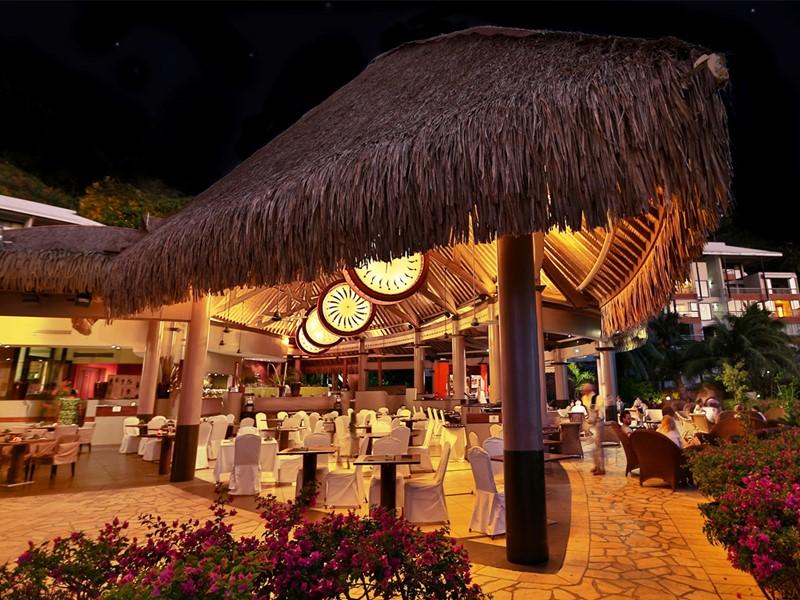 Le restaurant Hiti Mahana de l'hôtel Tahiti Pearl Beach Resort en Polynésie