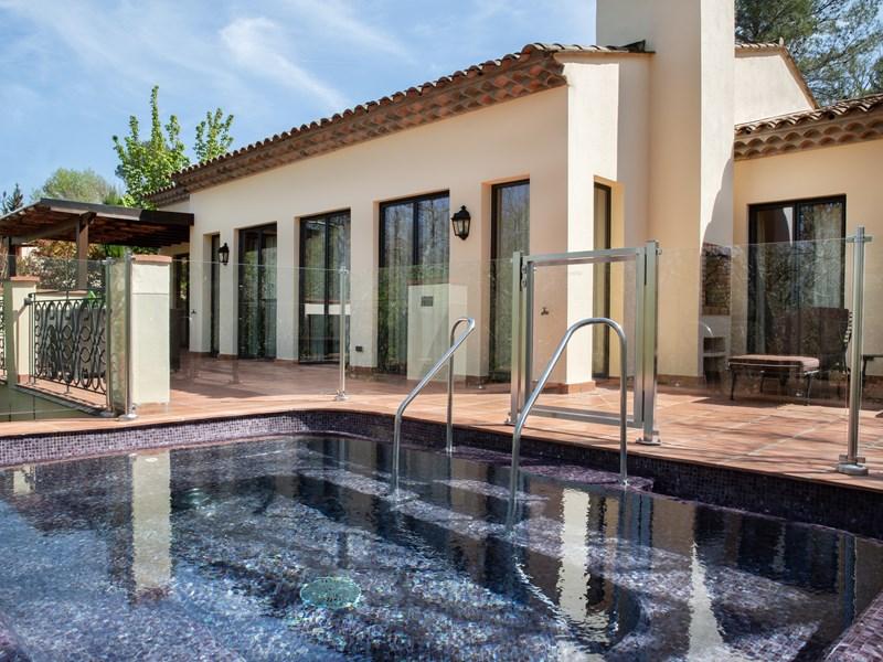 La Villa Prestige et sa terrasse privée avec jacuzzi