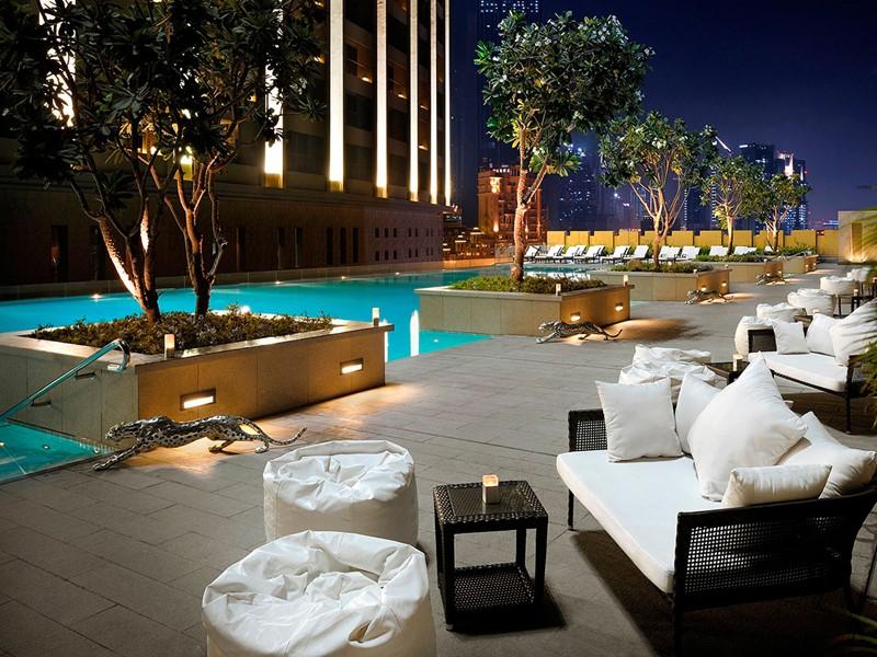 Vue de la piscine de l'hôtel The Address Dubai Mall à Dubaï
