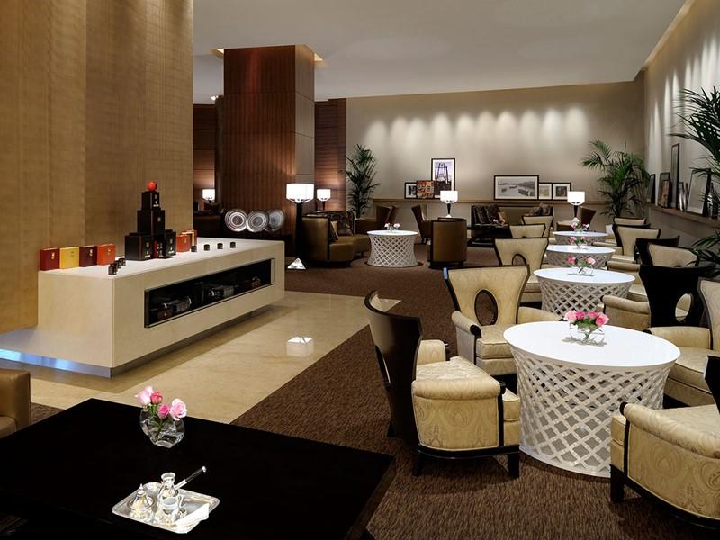 Le lobby lounge de l'hôtel The Address à Dubaï