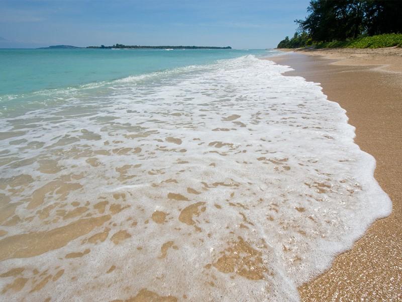 La belle plage au sable doré