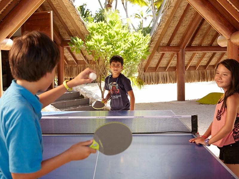 Activités pour enfants à l'hôtel The Brando situé en Polynésie